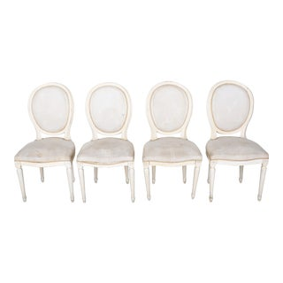 1920s Set of 4 French Louis XVI Medallion White Dining Chairs With White Upholstery For Sale
