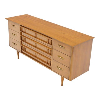 Mid-Century Modern Light American Walnut 9 Drawers Dresser For Sale