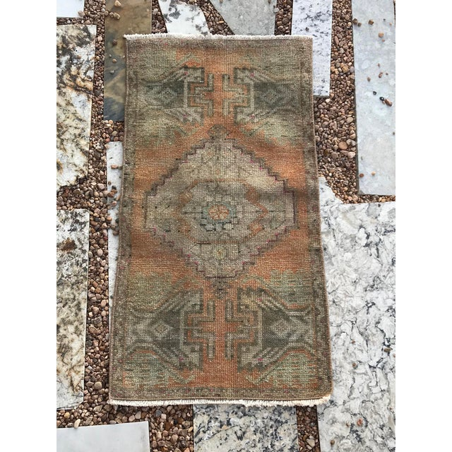 The best application for this rug is in front of a vanity or bathtub. However, it can also be used for an entry. It has...