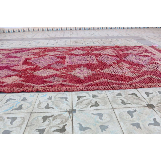 """Vintage Boujad Moroccan Rug - 3'7"""" x 8'6"""" For Sale - Image 4 of 4"""