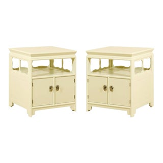 Restored Pair of Vintage End Tables or Nightstands by Baker For Sale