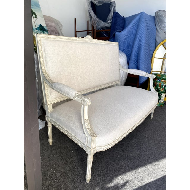 Antique French Grey White Painted Settee Upholstered in Off White Linen For Sale - Image 4 of 13