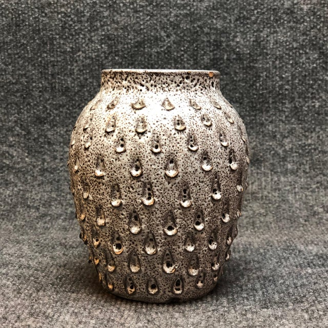 1960s Italian Mid Century White and Grey Dimpled Vase For Sale - Image 5 of 5