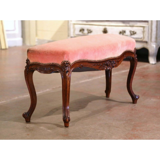 Midcentury French Louis XV Carved Walnut and Velvet Bombe and Curved Bench For Sale In Dallas - Image 6 of 9