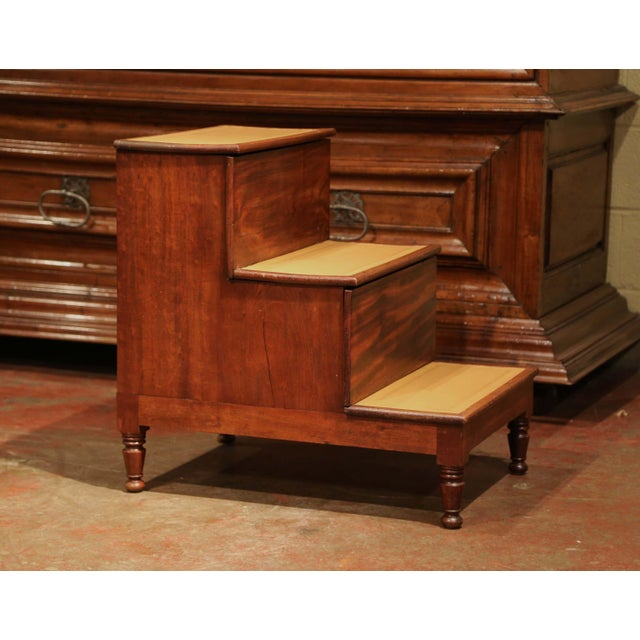 Wood 19th Century English Mahogany Leather Top Library Step Ladder With Storage For Sale - Image 7 of 13