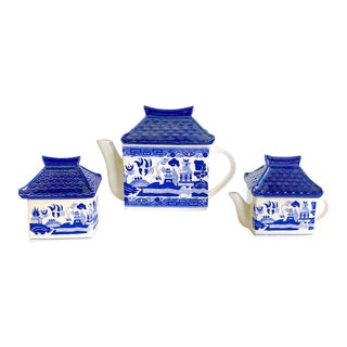 Blue Willow Pagoda Style Tea Set For Sale