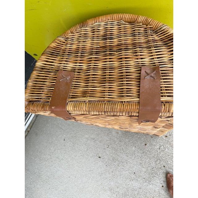 1970s Vintage Wicker Hamper For Sale - Image 5 of 12