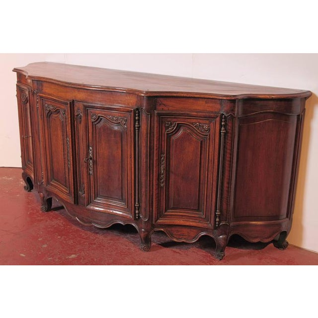 18th Century French Louis XV Walnut Serpentine Buffet For Sale - Image 4 of 10