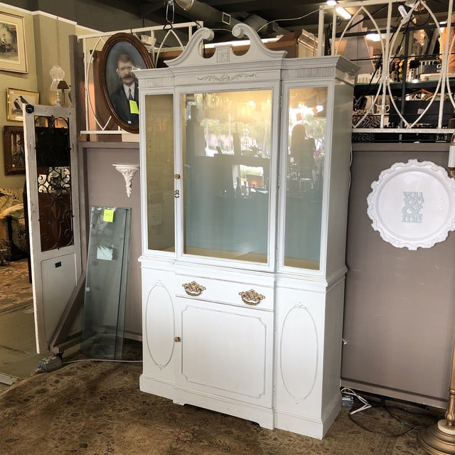 Traditional Vintage Federal Style China Cabinet For Sale - Image 3 of 11