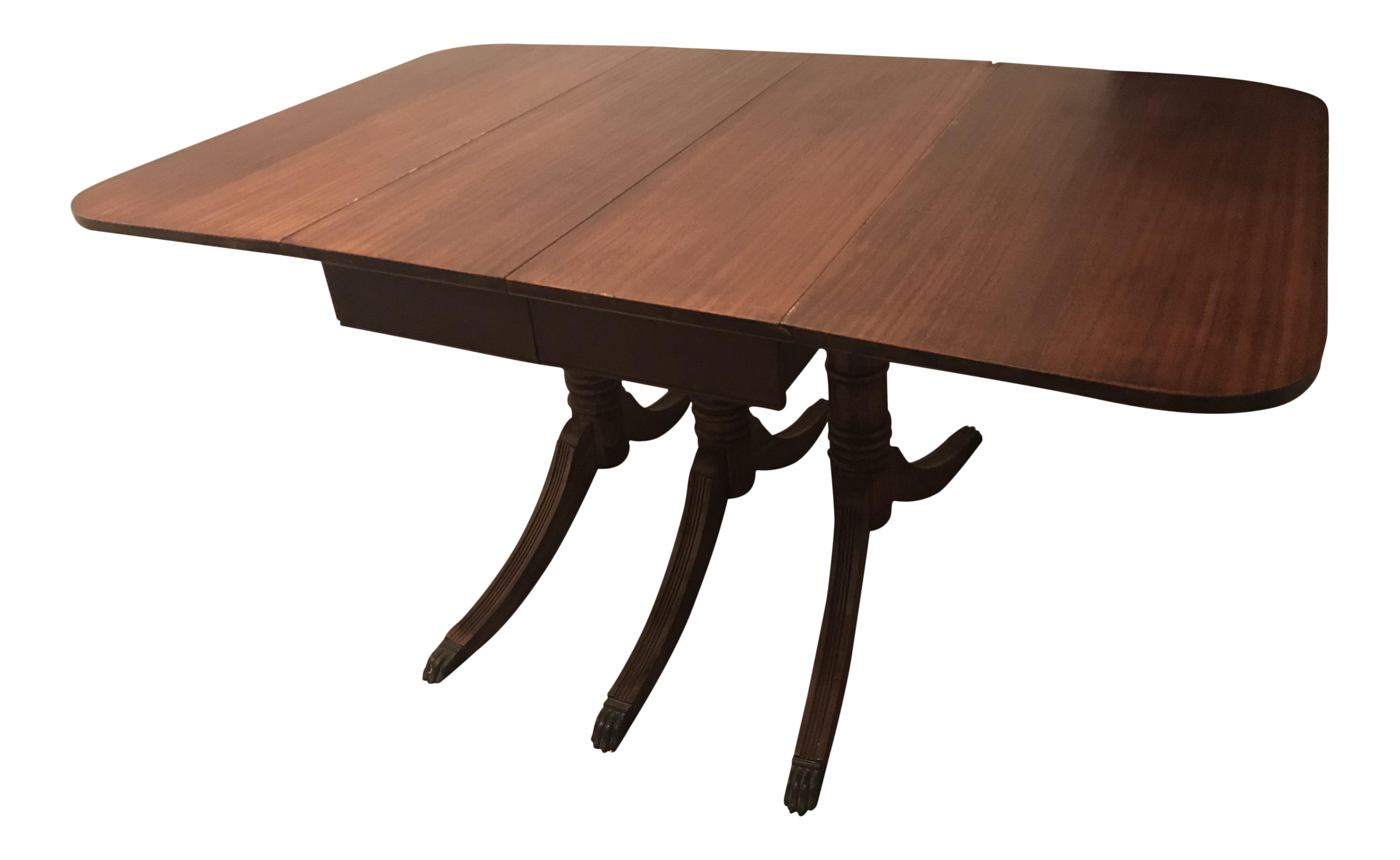 Merveilleux 1930s Traditional Duncan Phyfe Mahogany Three Pedestal Drop Leaf Dining  Table For Sale