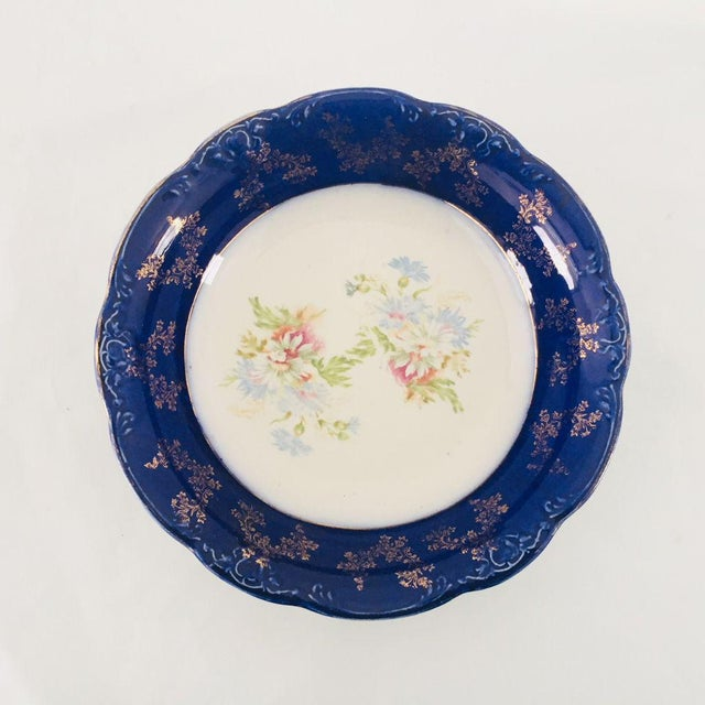 English Traditional Antique English Wood & Son Porcelain Floral Serving Bowl For Sale - Image 3 of 6