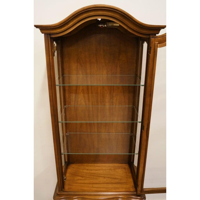 """Late 20th Century Hammary Country French 26"""" Bonnet Top Display Curio Cabinet For Sale - Image 5 of 12"""