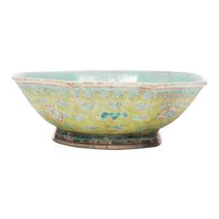 18th Century Chinese Famille Rose Bowl For Sale
