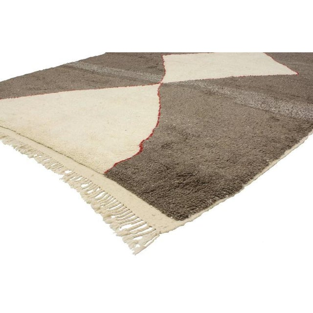 With its strong linear lines and Mid-Century Modern design, this Berber Moroccan rug displays a Minimalist style. This...