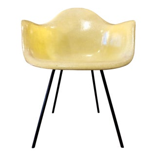 Early Mid Century Fiberglass Shell Armchair Dax by Charles and Ray Eames for Herman Miller -1950's For Sale