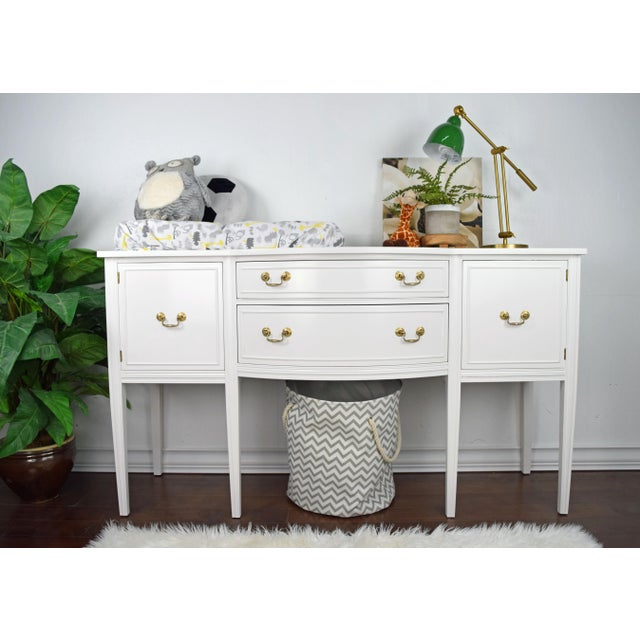 Traditional 19th Century Traditional Henredon George III Style Mahogany White Sideboard For Sale - Image 3 of 11