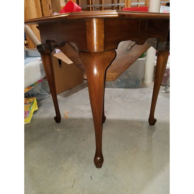 Queen Anne 1980s Queen Anne Henkel Harris Drop Side Mahogany Corner Table For Sale - Image 3 of 9