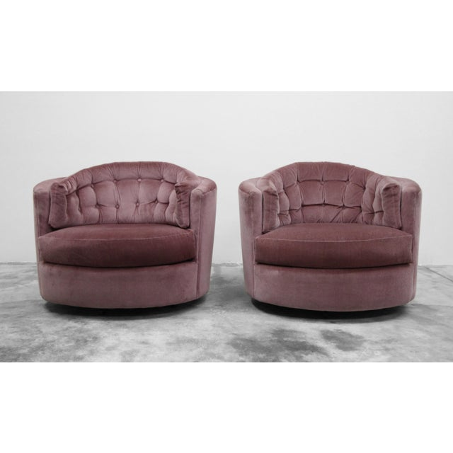 Thayer Coggin Large Pair of Mid-Century Swivel Tufted Back Barrel Chairs by Milo Baughman For Sale - Image 4 of 7