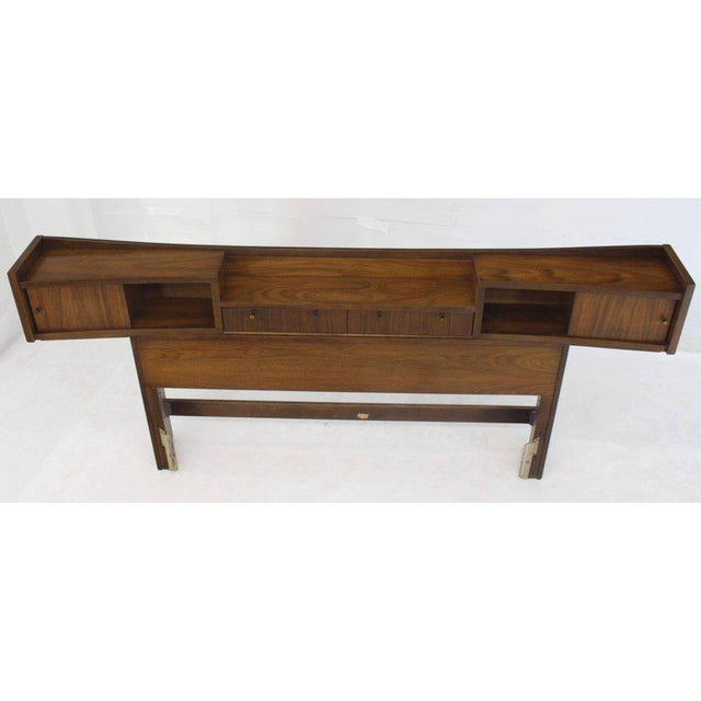 Mid-Century Modern Walnut Headboard Bed For Sale In New York - Image 6 of 7