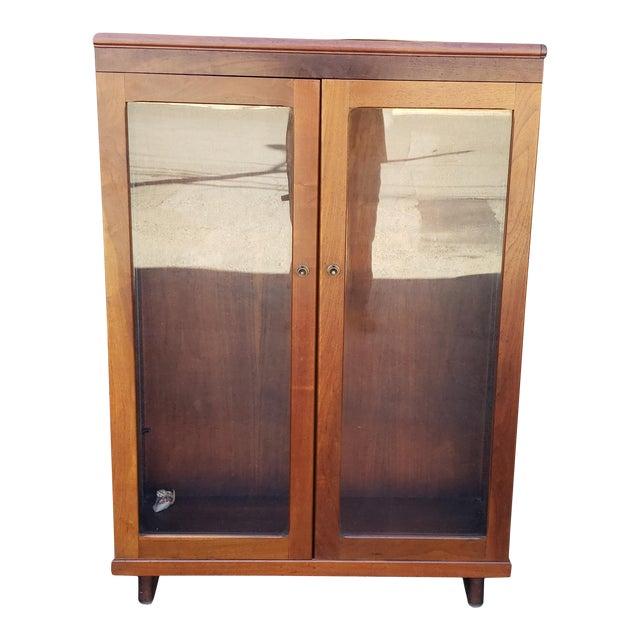 Very Nice 1930s Walnut Double Glass Door Hallway Bookcase Cabinet For Sale