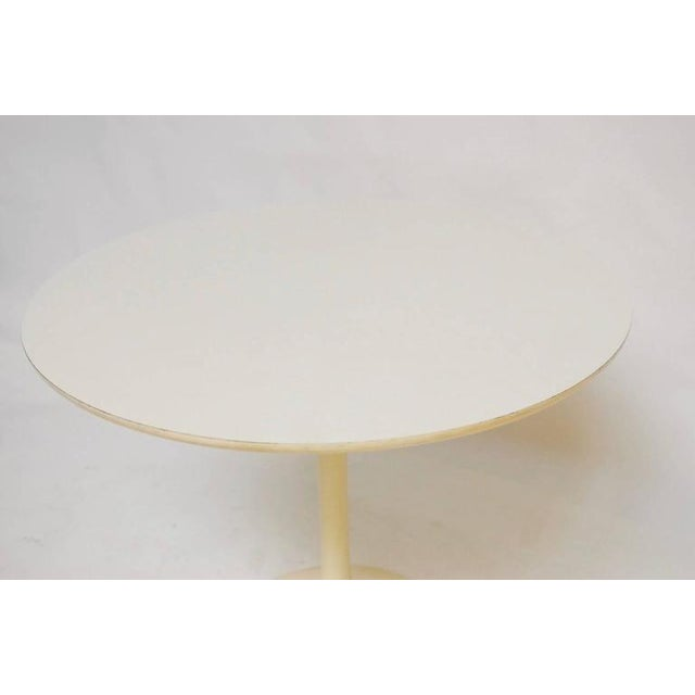 Eero Saarinen Mid-Century White Laminate Tulip Dining Table For Sale - Image 4 of 10