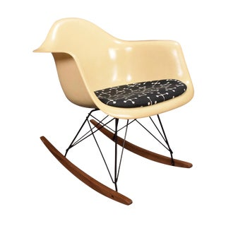 Vintage Eames Herman Miller Mid Century Rocking Chair For Sale