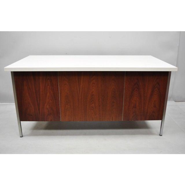 Mid Century Modern Florence Knoll Walnut Executive Desk For Sale In Philadelphia - Image 6 of 11