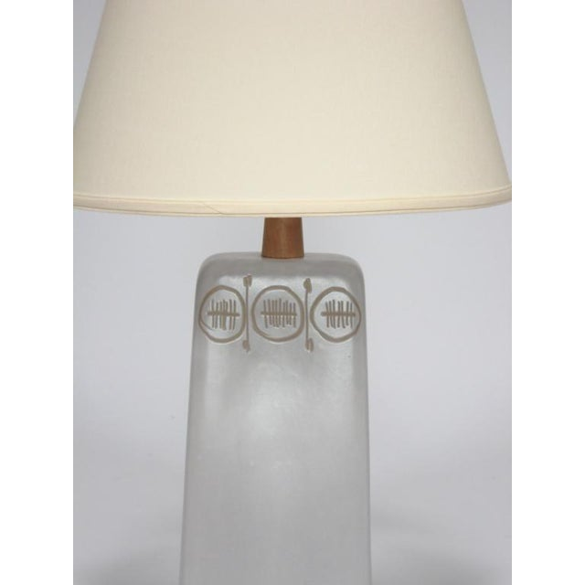 Table Lamp with sgraffito decoration by Gordon and Jane Martz For Sale In Chicago - Image 6 of 10