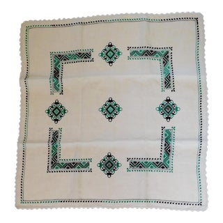 1940s Petite Nappe De Table Hand Embroidered Linen Tablecloth For Sale