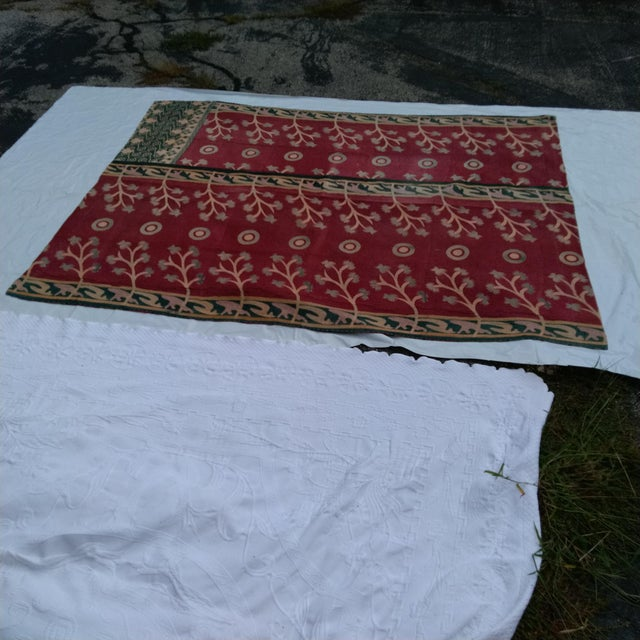 Wonderful thistle and bulls-eye pattern. Quilted vintage sari, back and front. Very graphic accent in a beige world!!