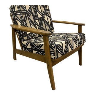 Beautiful Mid Century Modern Chair For Sale