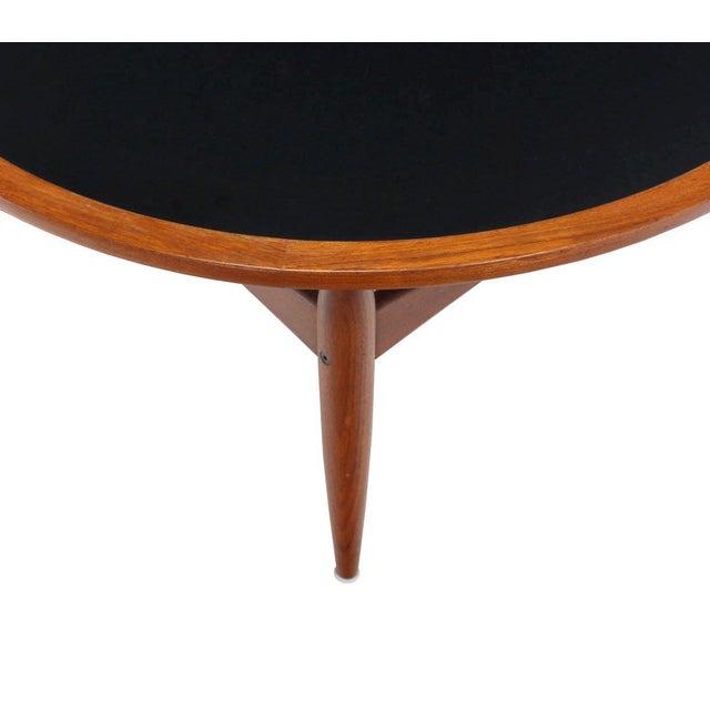 Reversible Flip-Top Danish Modern Round Teak Coffee Table For Sale In New York - Image 6 of 9