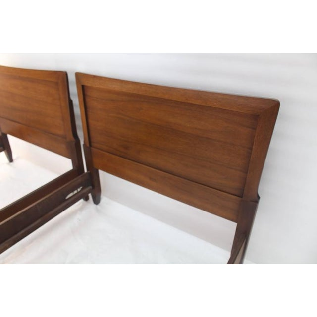 Lacquer Pair of Heritage Henredon Twin Beds For Sale - Image 7 of 8