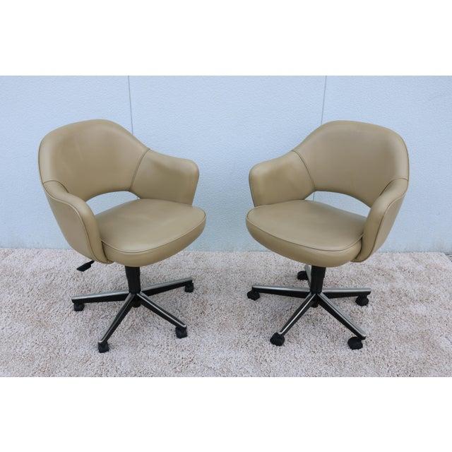 Mid-Century Modern Beige Leather Knoll Eero Saarinen Executive Arm Chair For Sale - Image 3 of 13