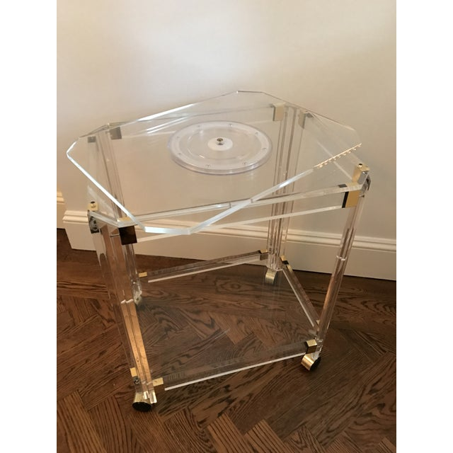Vintage Lucite and Brass Bar Cart with Swivel Top For Sale - Image 4 of 11
