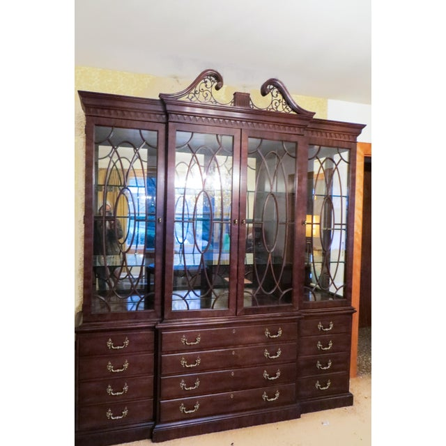 Chippendale Henredon Rittenhouse Mahogany Chippendale Style Breakfront Cabinet For Sale - Image 3 of 4