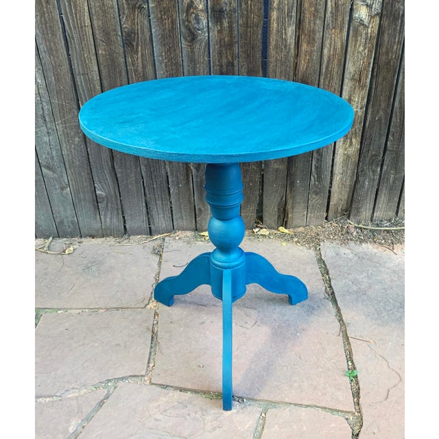 Transitional Teal Green Chalk Paint Round Pedestal Table For Sale - Image 13 of 13