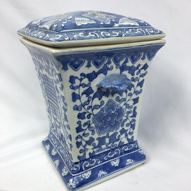 Blue & White Square Chinoiserie Floral Jar - Image 6 of 7