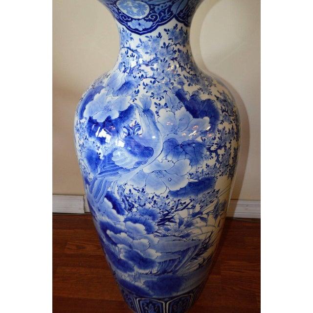 19tth Century Imari Blue White Japanese Porcelain Decorative Vase