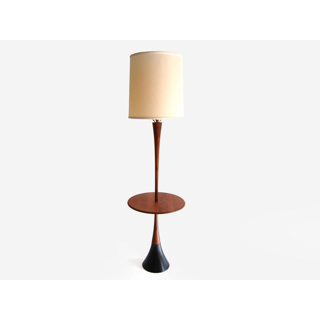 Beautiful Mid Century Modern floor lamp made by Laurel Lamp Company. This vintage floor lamp features an iconic Tulip...