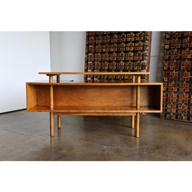 Walnut Desk by Milo Baughman for Glenn of California For Sale In Los Angeles - Image 6 of 13