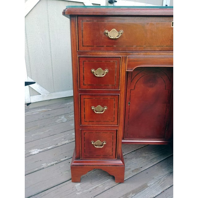 Hickory Chair Mahogany Mount Vernon Bureau Tables - a Pair For Sale - Image 10 of 13