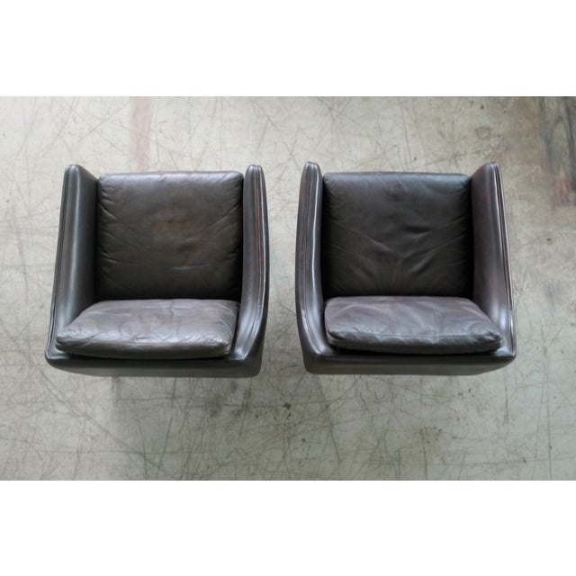 Hans Olsen Pair of Danish Lounge Chairs in Brown Leather and Rosewood Legs For Sale - Image 10 of 13