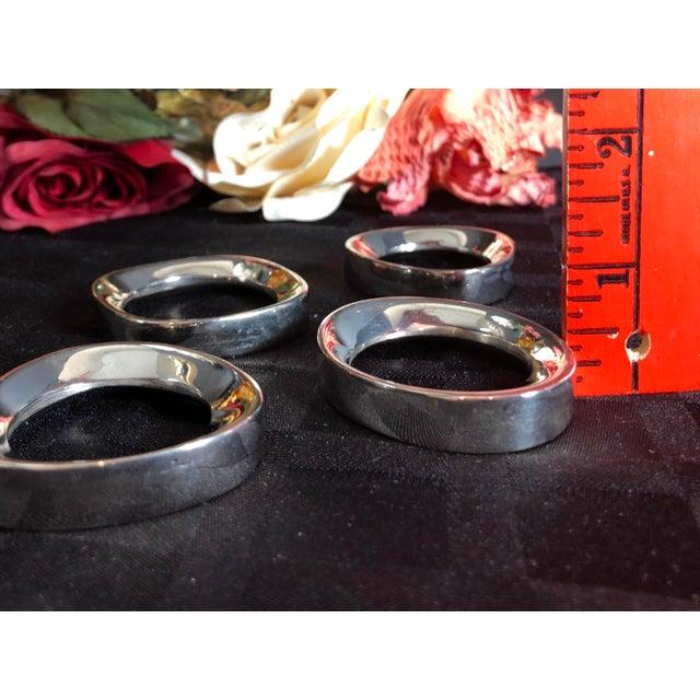 Metal Set of 4 Silver Plate Modernist Sculptural Napkin Rings Vintage For Sale - Image 7 of 10