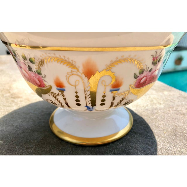 Pristine and rare: Davenport Regency gilt decorated bowl with Billingsley roses motif. Circa 1820s.