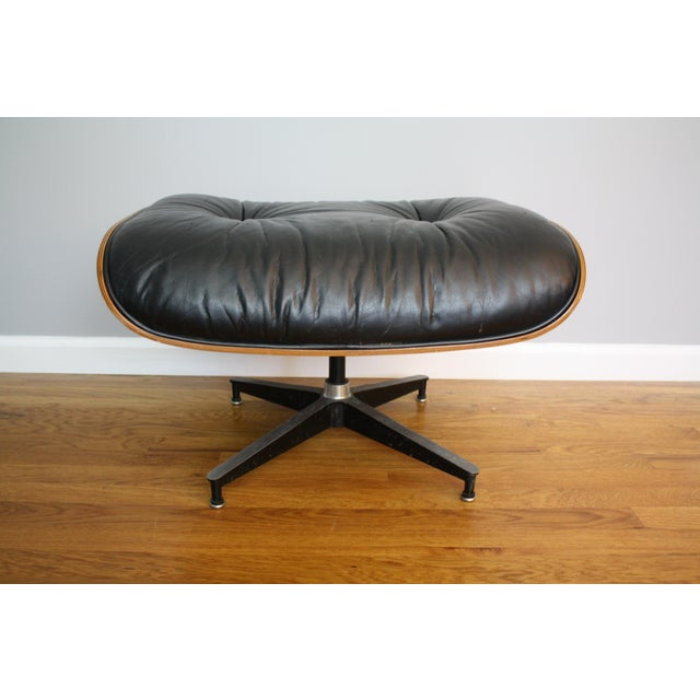 Charles and Ray Eames for Herman Miller 670 & 671 Rosewood Lounge Chair - a Pair For Sale In Saint Louis - Image 6 of 11