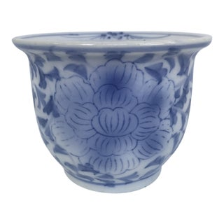 Chinese Blue and White Porcelain Cachepot For Sale