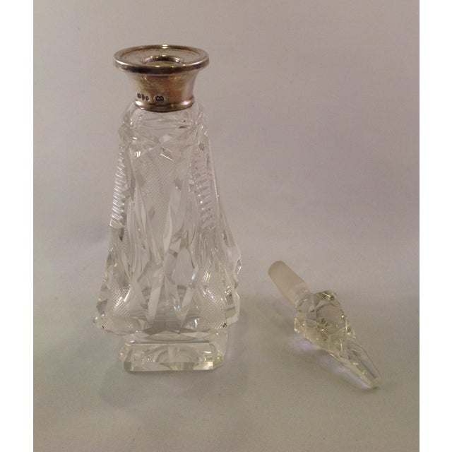Traditional English Victorian Cut Glass Perfume Bottle For Sale - Image 3 of 6