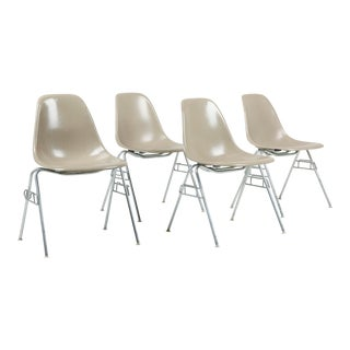 1970s Vintage Herman Miller Eames Fiberglass Shell Chairs- Set of 4 For Sale