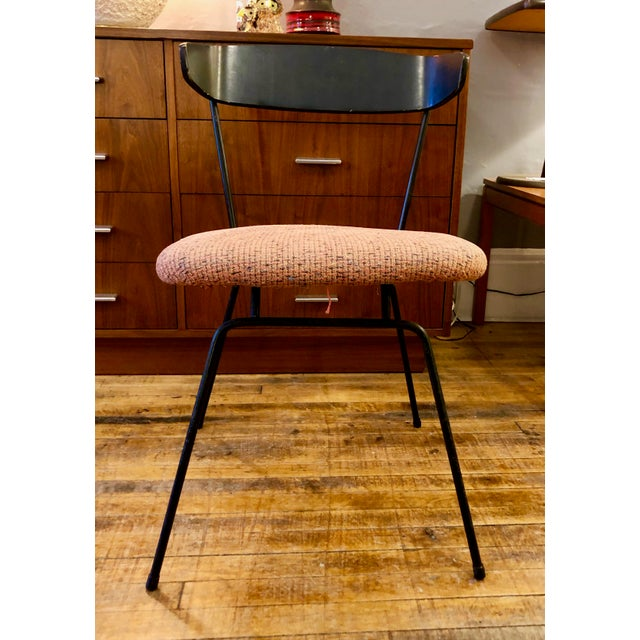 Great looking side/ desk/dining chair designed by Clifford Pascoe for Modernmaster's. Inc, 1950's Vintage. Original finish...